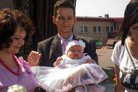 Dziecko ubrane do chrztu